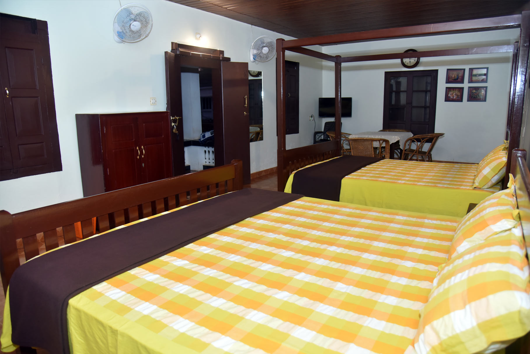Traditional-Cottage-Room-2